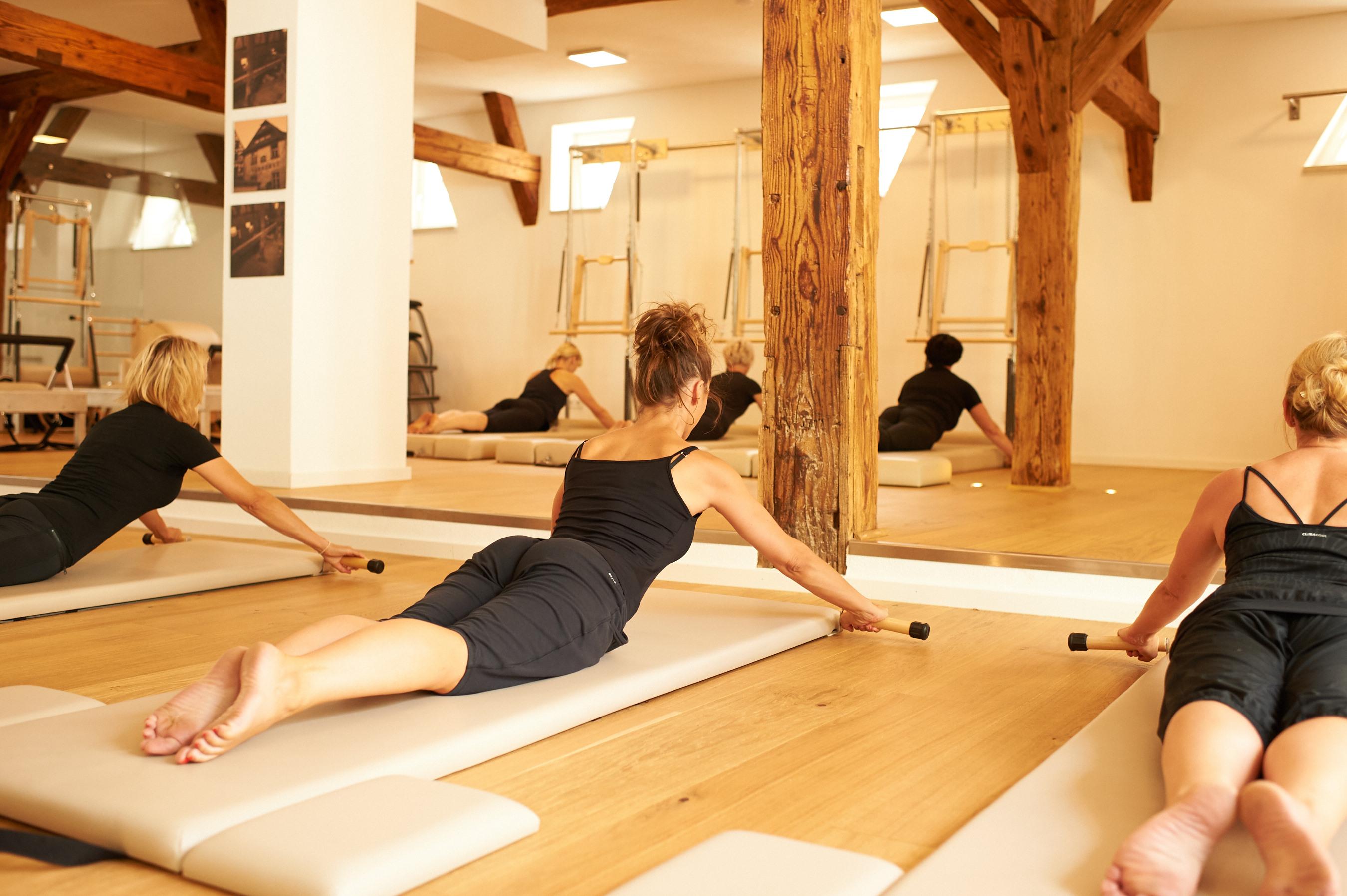 pilates yoga wohlf hlen physiotherapie pilates yoga pr vention und wellness. Black Bedroom Furniture Sets. Home Design Ideas